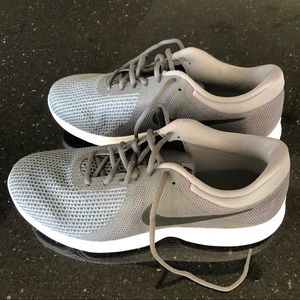 Nike Men's Revolution 4 Grey Running Shoes 11.5 W